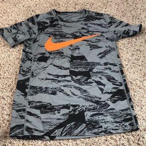 Nike drifit fitted t-shirt